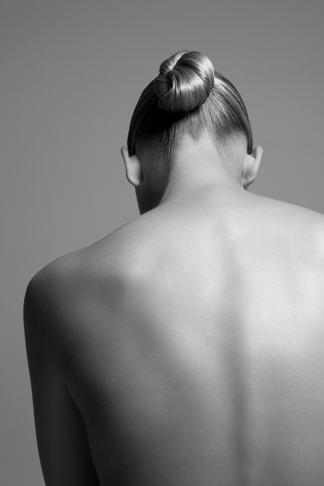 Naked young woman with back to camera, portrait.