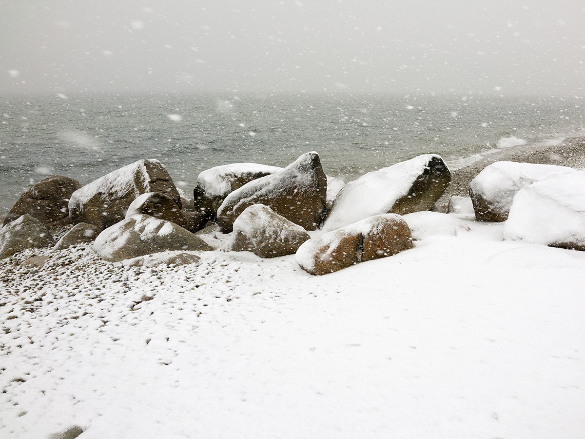 Snowflakes-stones-and-sea.01
